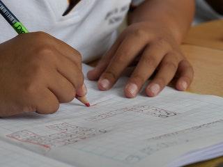 Milyen előnyökkel jár az általános iskolai oktatás?